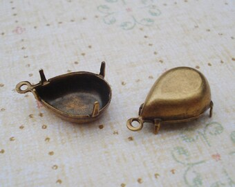 Antique Brass 14x10mm Pear/Tear Drop Closed Back 1Ring/Loop 4 Prong Settings for Jewels or Cabs (6 pieces)