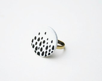 dots ring. adjustable brass base. minimalist ring. white and black ring