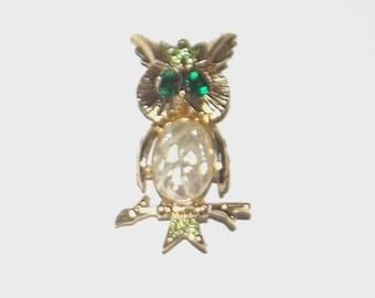 1960s vintage pin / 60s vintage brooch / rhinestones / Gold Owl on a Branch Brooch