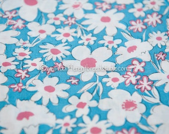Colorful Daisies  - Vintage Fabric New Old Stock Juvenile 50s 37 in wide
