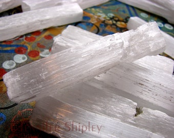 1 Raw Selenite Gypsum Satin Spar Crystal Stick/Spear for Healing, Cleansing, Meditation, Charging and Energizing Stones and Moving Light