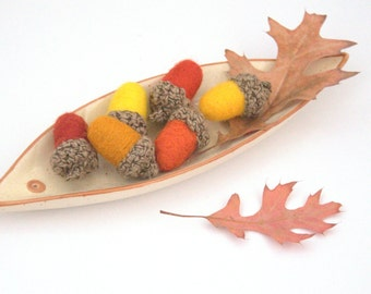 12 felt Acorns autumn decorations wool fall Weddings favor woodland nursery yellow orange brown decor Thanksgiving gift garland