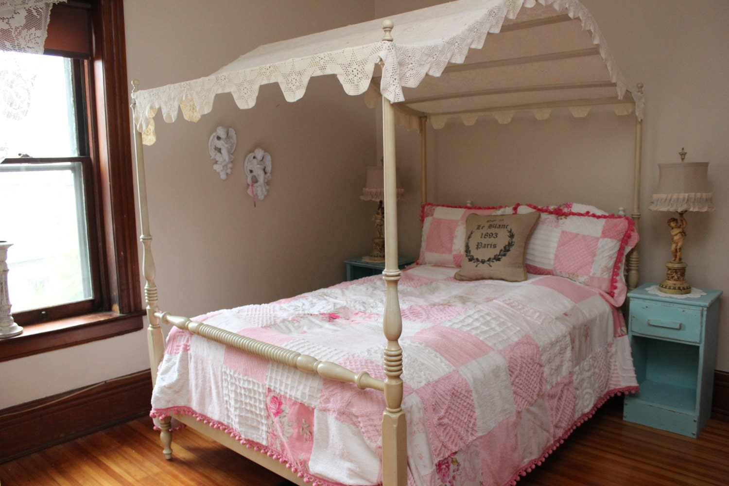 Most Beautifull Deco Paint Complete Bed Set: Vintage Canopy Full Bed Frame Shabby Chic Crochet Topper