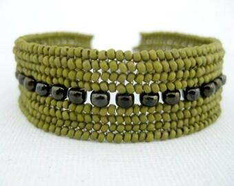 Beaded Bracelet / Herringbone Bracelet / Seed Bead Bracelet in Mustard Green and Brown / Ndebele Bracelet / Beadwork Bracelet / Beadwoven