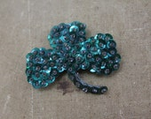 vintage 1940s sequin pin / 40s shamrock pin / green clover pin / sequin clover pin