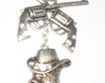 Boots Hat & Pistols Necklace on Dog Chain