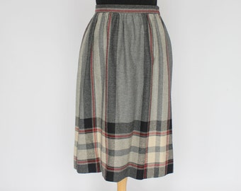 70's Wool Skirt / Lightly Gathered / Black Gray Plaid / Small to Medium