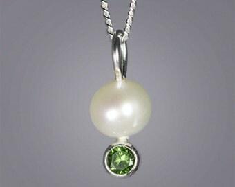 Pearl Drop Neck w-Stone (Peridot)