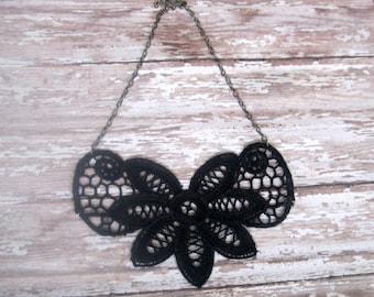 Lace Bib Necklace - Noir
