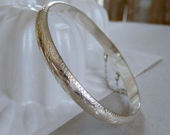 """vintage sterling silver bangle, abstract pattern, with security chin,, marked 925, 2.5"""" across, 8 inches"""