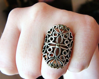 Vintage silver medieval style ring- size 7.5