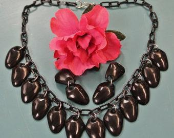 Very unusual adjustable necklace choker set with 12 dropformed black pendants of genuin tested vintage 1940s bakelite on black plastic chain