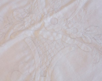 Vintage 1950s White appliqued Flower basket Handkerchief
