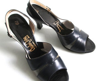 Pinup Peep toe, Rockabilly, Bombshell, Pumps, high heel shoes.  Vintage 1940, 1950.  Navy Blue Leather and Acrylic.  Size 9 N.