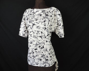 black + white floral tunic blouse. 1970's plus size top. XL. new old stock.