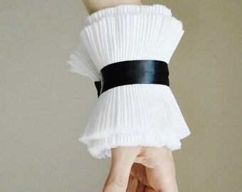 White Ruffled cuffs/Pleated cuffs/ Statement cuffs/Detachable cuffs/ Ruffle/ Cuffs/ Black and white/ French cuffs/Fall trend/