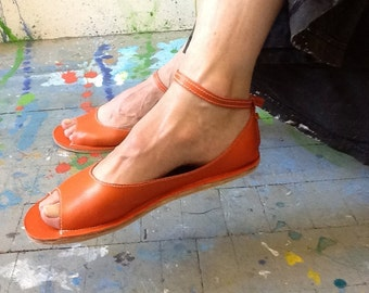 Ballet flat with open toe