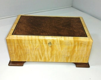 Valet box/ jewelry box curly maple with Birdseye Maple lid
