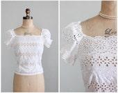 Vintage 1950s Blouse : 50s White Eyelet Peasant Shirt