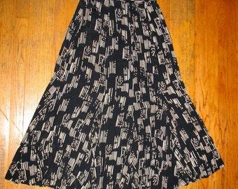 Nicole Miller black white graphic print long flowing skirt  M