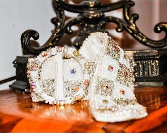 G O R G E O U S Vintage 1950s Pearl Crystal Diamond Beaded Embellished Belt