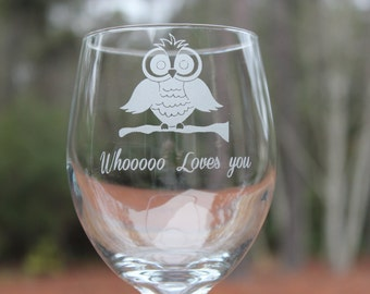 Personalized Wine Glass, Owl, with whooo loves you, Mom Wine Glass, Friend Wine Glass, Partner wine glass
