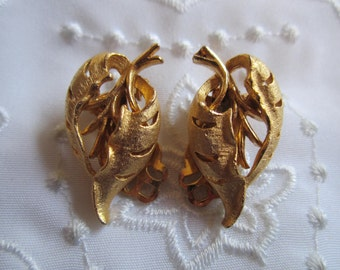 Vintage Gold Tone Textured and Shiny Leaf Clip On Earrings by Roma