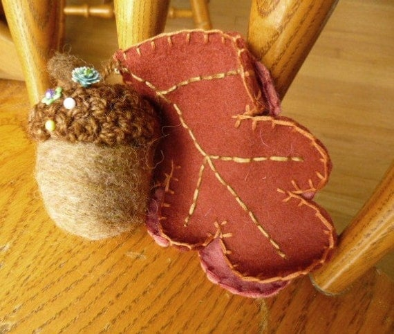 Acorn and oak leaf needlefelted pincushion and needlebook gift for quilter