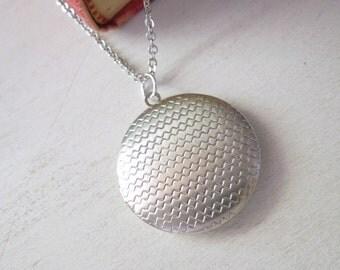 Zig Zag Locket Necklace - Silver Zig Zag Round Locket Pendant Necklace