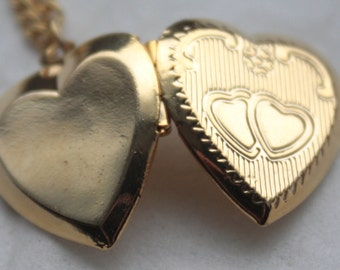Vintage 1960's Gold Heart Shaped Locket W/ Gold Chain