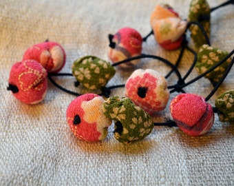 chirimen hanamaru necklace pink and green