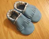 baby blue chevron moccasins size 5 / 12-18 months
