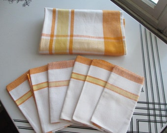 Vintage 1970's  Oblong Linen Plaid Tablecloth With 6 Napkins