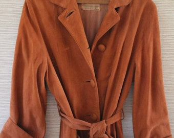 Fabulous Vintage 1940s Ladies Suede COAT by Field and Stream...Gordon and Ferguson...Very Lauren Bacall Katherine Hepburn...Shoulder Pads
