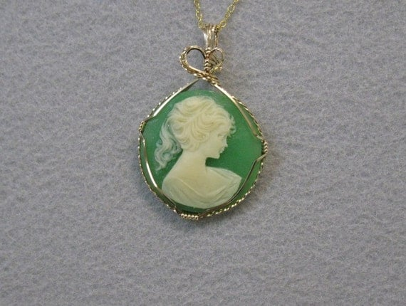 Vintage Cameo and 14k Goldfilled Pendant