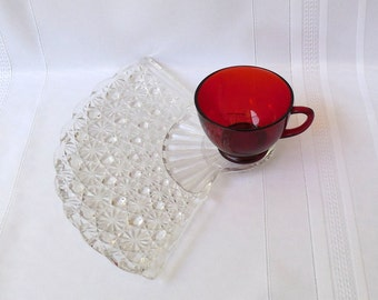 Daisy & Button Snack Tray with Royal Ruby Cup