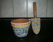 Mosaic flower pot and matching mosaic trowel