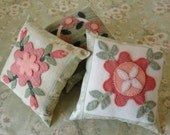 Little Quilt Delights, 3 Patterns to Make Small Woolly Pillows