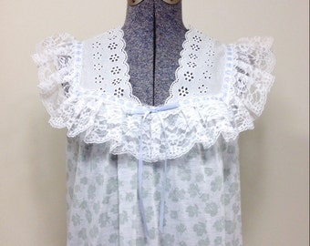 Vintage 80s Heiress Nightgown / Lace and Eyelet / White w/ Light Green Leaf Print S