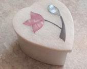 White Alabaster Box Heart Shape Mother of Pearl Floral Trinket Ring Keepsake Presentation Vintage E0089