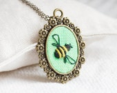 Bee necklace - Nature Botanical romantic necklace - n073