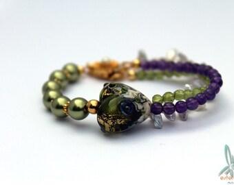 Green heart - feminine gemstone bracelet with lampwork bead