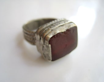 Vintage Bedouin Rectangular Glass Ring - Yemen Jewelry - Size 8