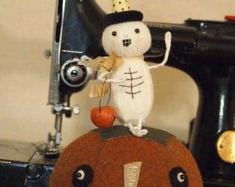 Halloween Pincushion Primitive Wool Pincushion Snippet Bucket Thread Bucket Pumpkin Prim Fall Pincushion Skeleton Ball Pumpkin Pincushion