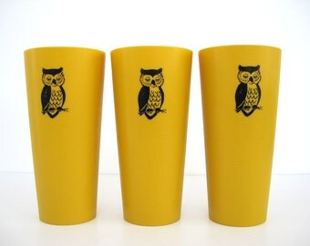 Vintage Owl Tumblers Tall Gold Yellow Plastic Cups Set 1970 Kitchen Decor