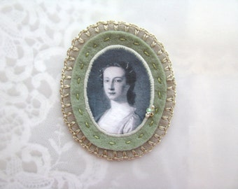 felt brooch with lady portrait - green and grey genre painting brooch - gift for her - museum painting brooch - victorian style brooch