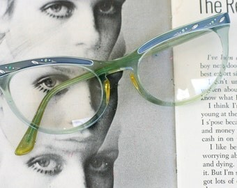 1950s 1960s Vintage CAT EYE Glasses....vintage eyewear. fancy. cat eye. 1960s accessories. classic. twiggy. designer vintage. 1950s. black