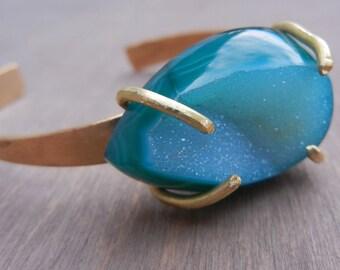 Green Druzy Cuff Bracelet Emerald Green Teal Druzy Geode Gold Bracelet Brass Hammered Bracelet Claw Bracelet