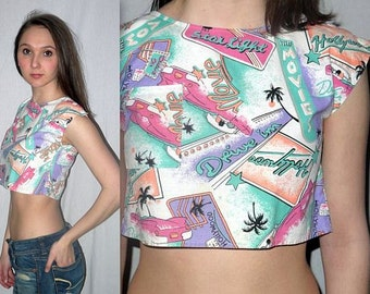 Seeking Susan ... Vintage 80s crop top / cropped shirt / novelty retro print 1980s Sasson / drive in Hollywood pink 50s car .. XS S