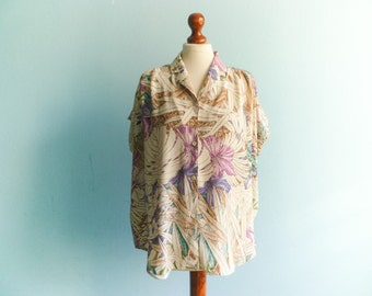 Vintage floral top shirt blouse / pastel beige violet blue / buttoned up down / short sleeve / slouchy medium large